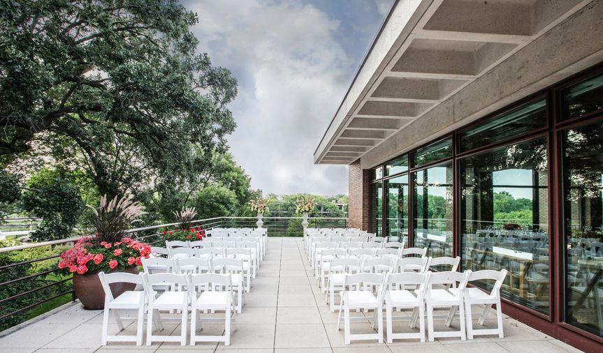 |Outdoor wedding ceremony setup