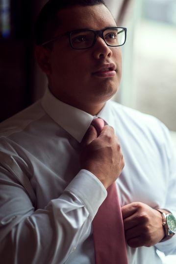 groom fix pink tie before wedding 1364 2048 51 1006284 1570780158