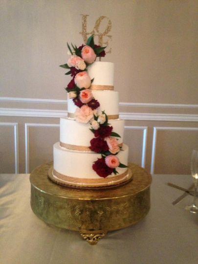 Bizzy B S Bakery Wedding Cake Bentonville Ar Weddingwire