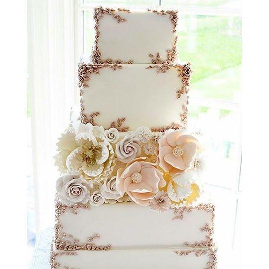 29 Wedding Cakes With Vintage Vibes: Atlantic Highlands, NJ