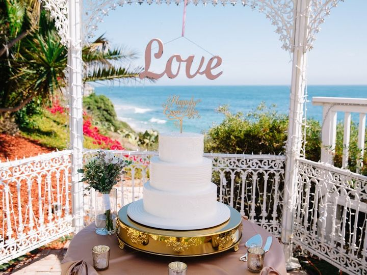 Tmx Pic Cake Gold Stand 51 42484 Laguna Beach, CA wedding venue