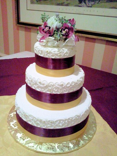 wedding cake burgundy and gold