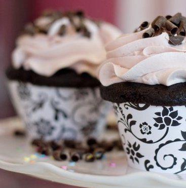 Tmx 1280350265207 NewYorkCupcakeBWHannah Renton wedding cake