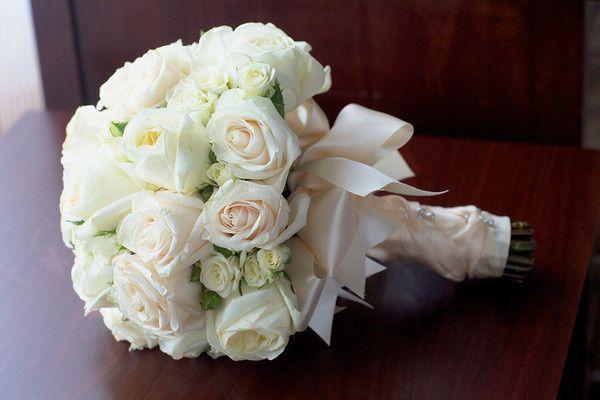 White rose flower bouquet