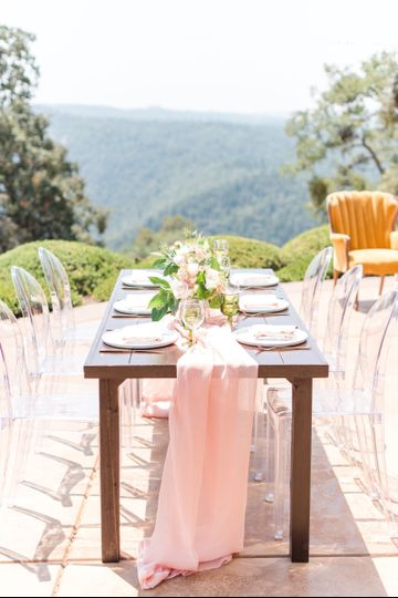 Outdoor head table setting