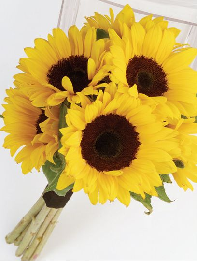Capture the warmth of a country summer with this large and bright hand-tied bouquet of beautiful...