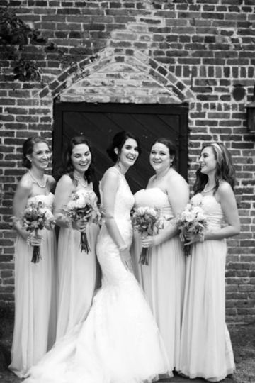 Bride and her birdesmaids