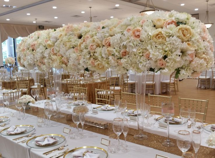 White flower decors