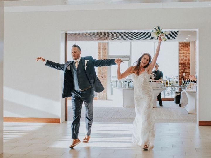 Tmx Couple Entrance 51 911884 160311938537697 Traverse City, MI wedding venue