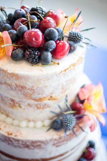 Semi-naked fruit cake