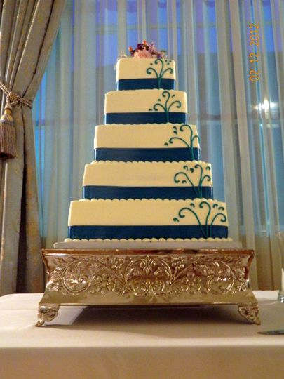 Five tier cake with blue lining