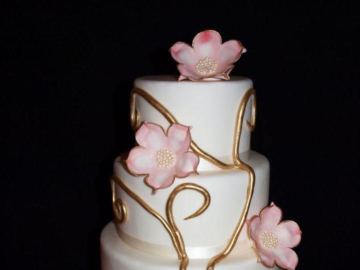 Tmx 1521794559 0a19a33560d2ed11 1521794558 Bc1d5dd3d31b40ac 1521794553968 2 Golden Vine Cake Philadelphia wedding cake