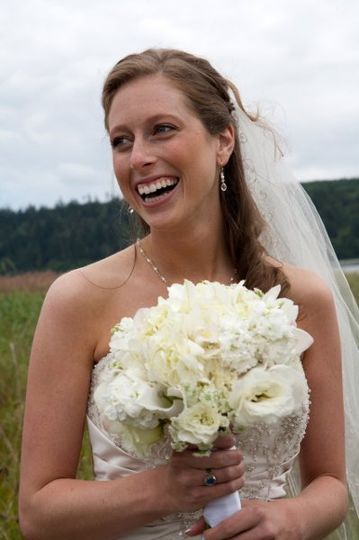 White bridal bouqet