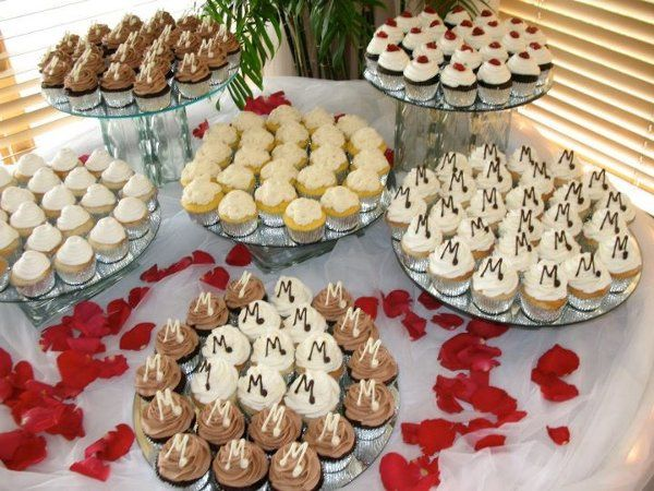 Tmx 1317411289514 3072212754124791535881114017722213271104088230668989n Lakeville wedding cake