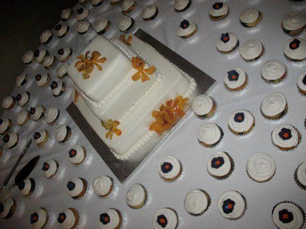 Tmx 1317411297174 629151570581376556901114017722213274146007708548n Lakeville wedding cake