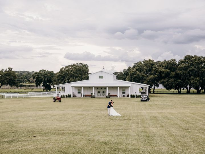 Tmx Bride And Groom In Front Of Barn 51 996884 V1 Dade City, FL wedding venue