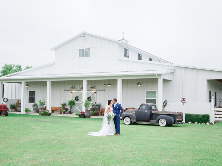 Tmx Mag And Del In Front Of Whole Barn By Megan 51 996884 159519922676097 Dade City, FL wedding venue