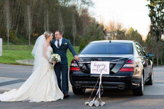 b13f969c63d5fe40 AVA Bride Groom Just Married car