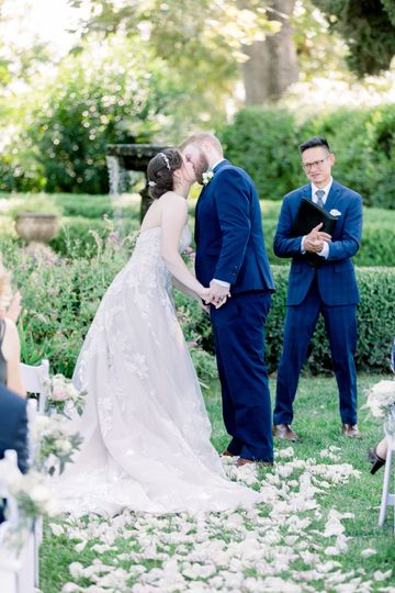 First kiss as a married couple - A Lovely Photo