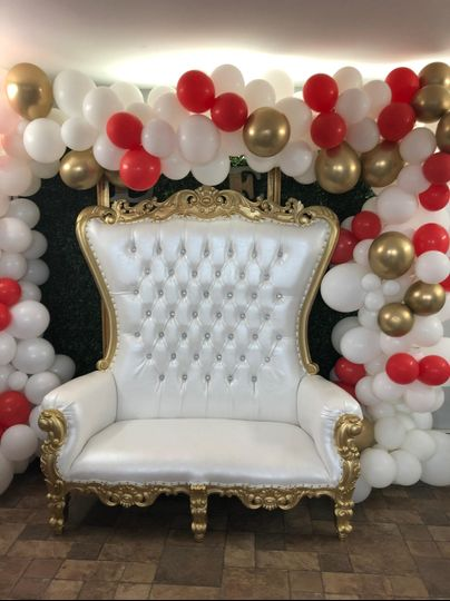 Love seat and balloon arch