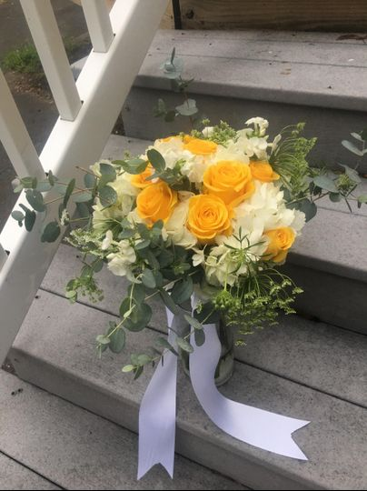 Yellow and white bride bouquet