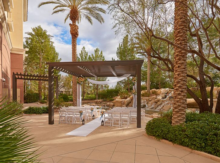 Hawthorn Grill Patio, adjacent to Hawthorn Grill, is a perfect garden-side reception venue. It...