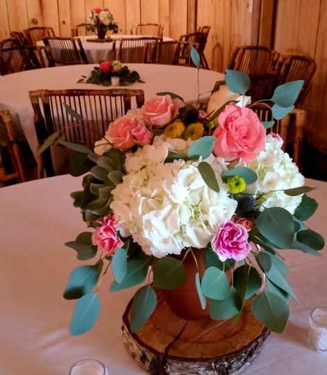 Centerpiece with hydrangea, succulents, roses, minicarnations and button mums