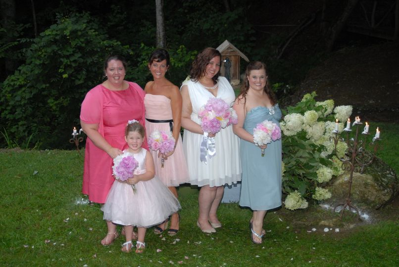Group photo with the flower girl and bridesmaids