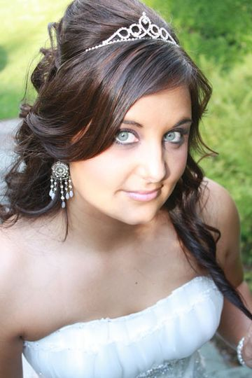 Bride wearing a tiara