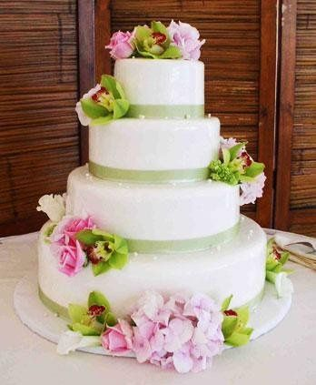 Our wonderful bakers will create the wedding cake of your dreams!