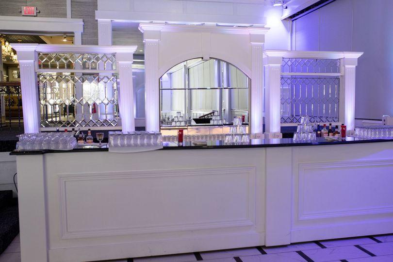 Center room bar