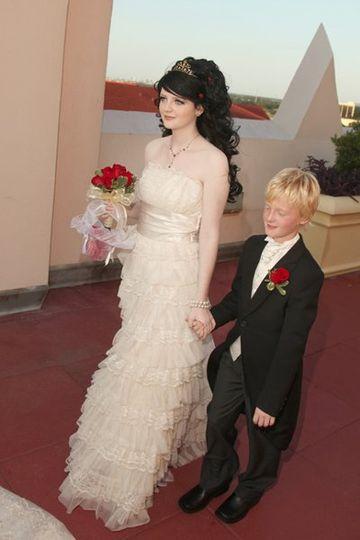 The bride escorted by a boy