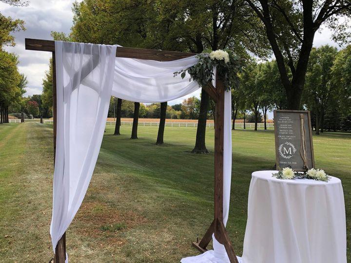 Tmx Wood Square Arch 51 110294 161685314373655 Fairfax, MN wedding rental