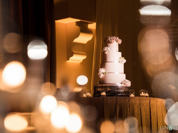 Tmx 1518814670 C2260af6bc982d9a 1518814669 387332e9c0aa8df3 1518814663054 7 14 Hyatt Regency H Huntington Beach, California wedding cake