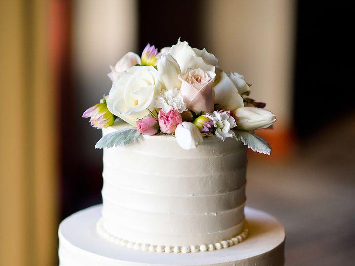 Tmx 1518814672 A17a386ce4469548 1518814670 09f8f7fc0ab484a9 1518814663064 10 J B 052617 0348 W Huntington Beach, California wedding cake