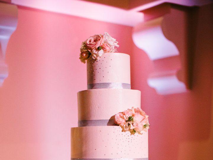Tmx 1518815068 7b0ca870d51a458e 1518815066 29b4dbfa667bd6b8 1518815062939 20 2016 0806 LaurenW Huntington Beach, California wedding cake