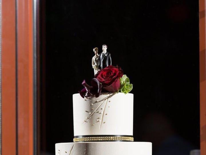 Tmx 1518815069 4de8d1c6c39532ab 1518815068 3b749049f10e03bf 1518815062973 31 Jennifer Anderson Huntington Beach, California wedding cake