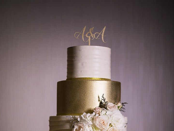 Tmx 1518815077 0966c425bab10e6e 1518815075 9ae6a886220c4bf7 1518815062983 34 Lin Jirsa Huntington Beach, California wedding cake