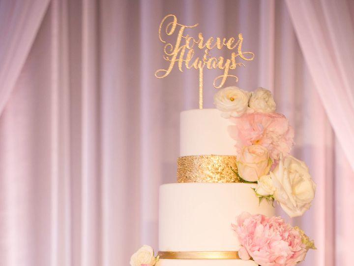 Tmx 1518815078 D89cbf9eeda9e4a8 1518815073 921aa730a9587b47 1518815063003 41 Modern White Gold Huntington Beach, California wedding cake