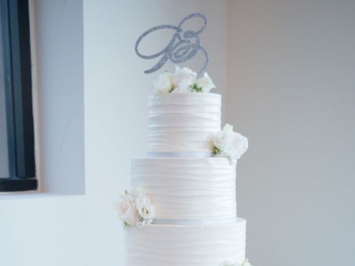 Tmx 1518815086 69b3090da34d3ec1 1518815085 84585aca60cb65a7 1518815063027 48 TiffanyFelixHilto Huntington Beach, California wedding cake