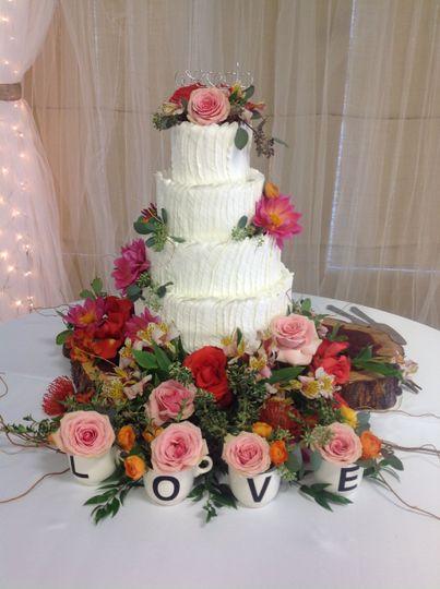 9714e0d589e5cc7f 1527372245 bb567c60f270ec7c 1527372221688 3 4 tier wedding lov