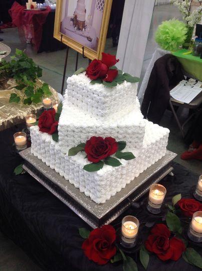 c10b522947793e42 1527372246 ec8f201989b6dfd5 1527372221691 7 tiered cake red ro