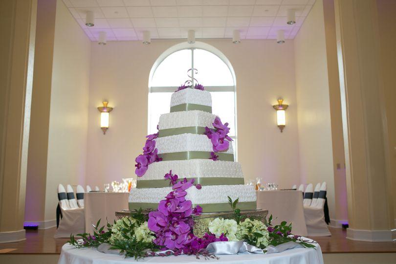 d81ac34852519f3d 1527372246 3f723f4c115400f1 1527372221690 6 5 tier wedding cak