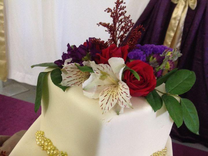 Tmx 1527372247 6d0a2a79a1dffe58 1527372245 D117e529b848b99e 1527372221683 1 2 Tier White Gold  Sedalia wedding cake