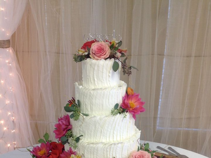 Tmx 1527372247 9714e0d589e5cc7f 1527372245 Bb567c60f270ec7c 1527372221688 3 4 Tier Wedding Lov Sedalia wedding cake