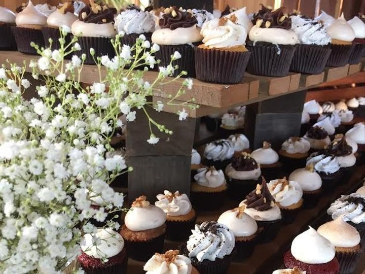Tmx 1481134184470 Rustic Babys Breath Wedding Display   Copy  wedding cake