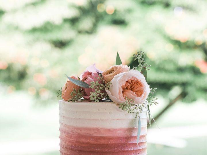 Tmx Elegant Swirl Ombre Wedding Cake Display Haley Shbeeb Photography 51 365394 161540230843298  wedding cake