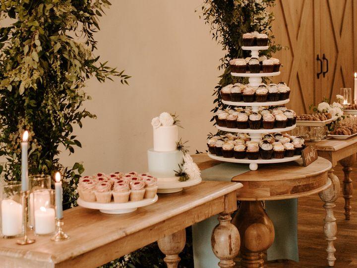 Tmx Wedding Cake And Cupcake Display Sincerely The Kitchens Photography 3 51 365394 161540237863553  wedding cake