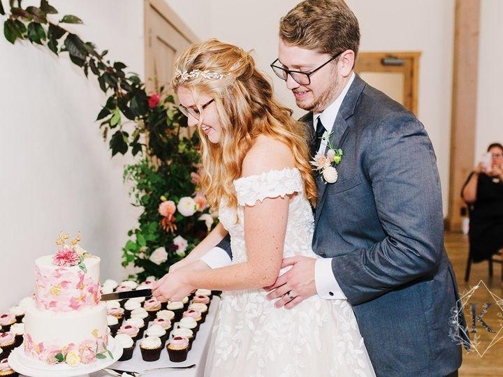 Tmx Wedding Cake Cupcake Display Couple Cutting Cake Katherineelizabethphotography 51 365394 161540230719714  wedding cake