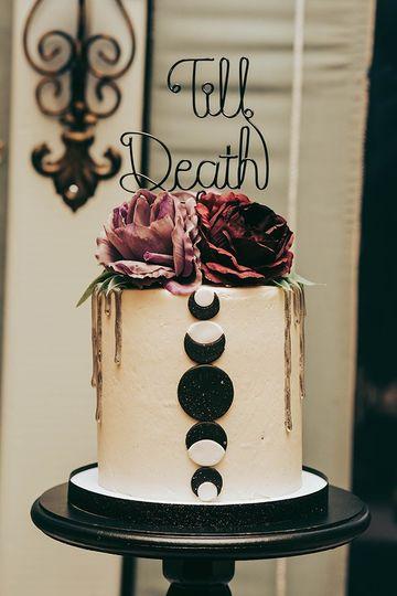 Moon and flowers wedding cake